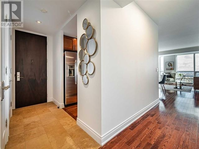 College Park South Tower - 4403 761 Bay Street - photo 2